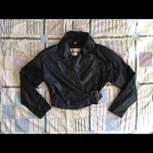 True vintage '80s cropped black leather jacket ⚡️